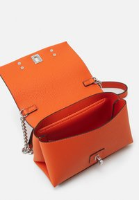 Guess - UPTOWN CHIC MINI XBODY FLAP - Borsa a tracolla - orange - 2