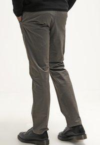 DOCKERS - ALPHA ORIGINAL - Trousers - dark pebble core - 2
