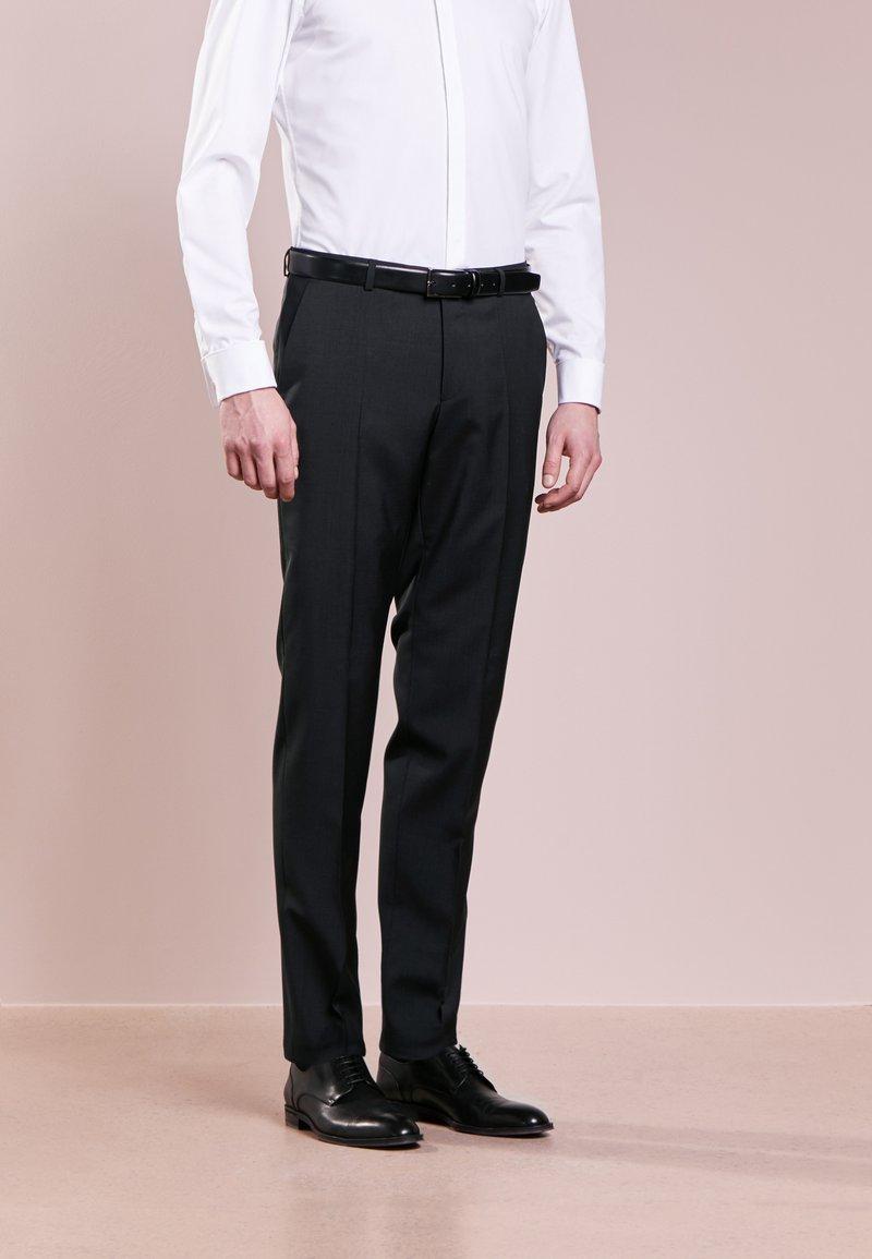HUGO - SIMMONS - Oblekové kalhoty - dark grey