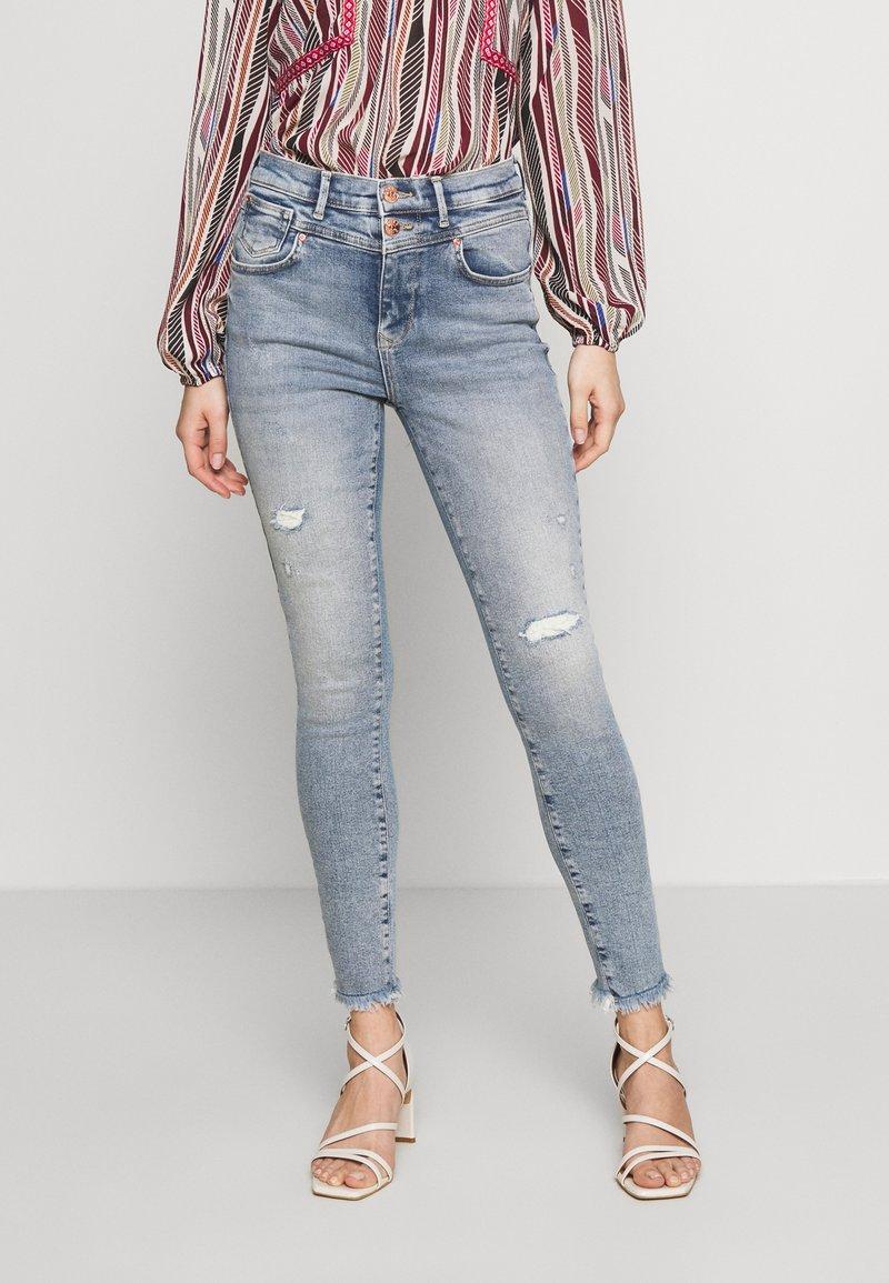 ONLY - ONLCHRISSY - Jeans Skinny Fit - light blue denim