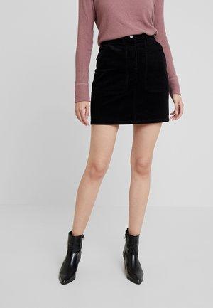 PATCH POCKET SKIRT - Minifalda - black