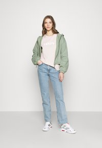 Levi's® - THE PERFECT TEE - T-shirt con stampa - pink - 1