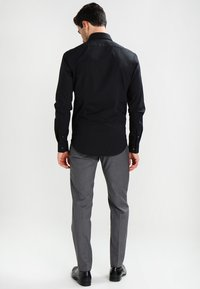 Calvin Klein Tailored - BARI SLIM FIT - Formal shirt - black - 2