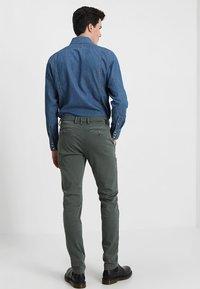 Replay - ZEUMAR HYPERFLEX  - Slim fit jeans - olive - 2