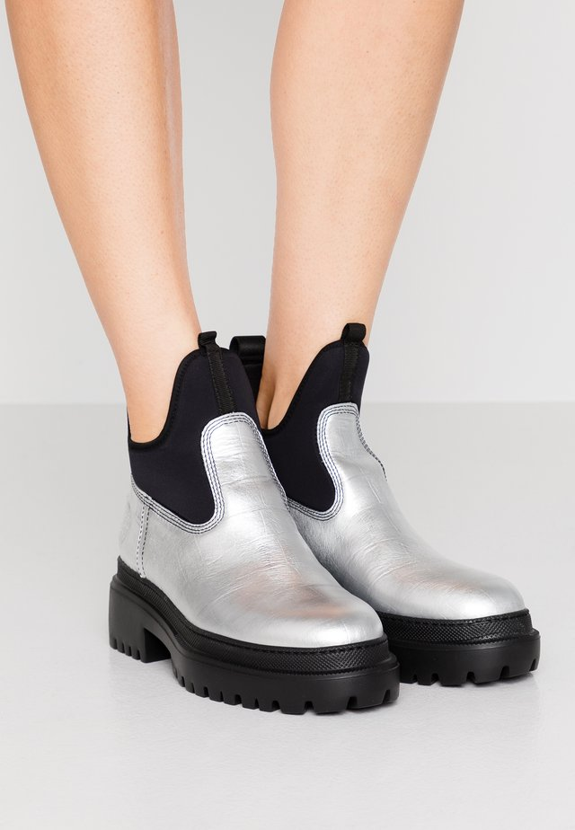 TRYB BOOT - Bottines à plateau - silver
