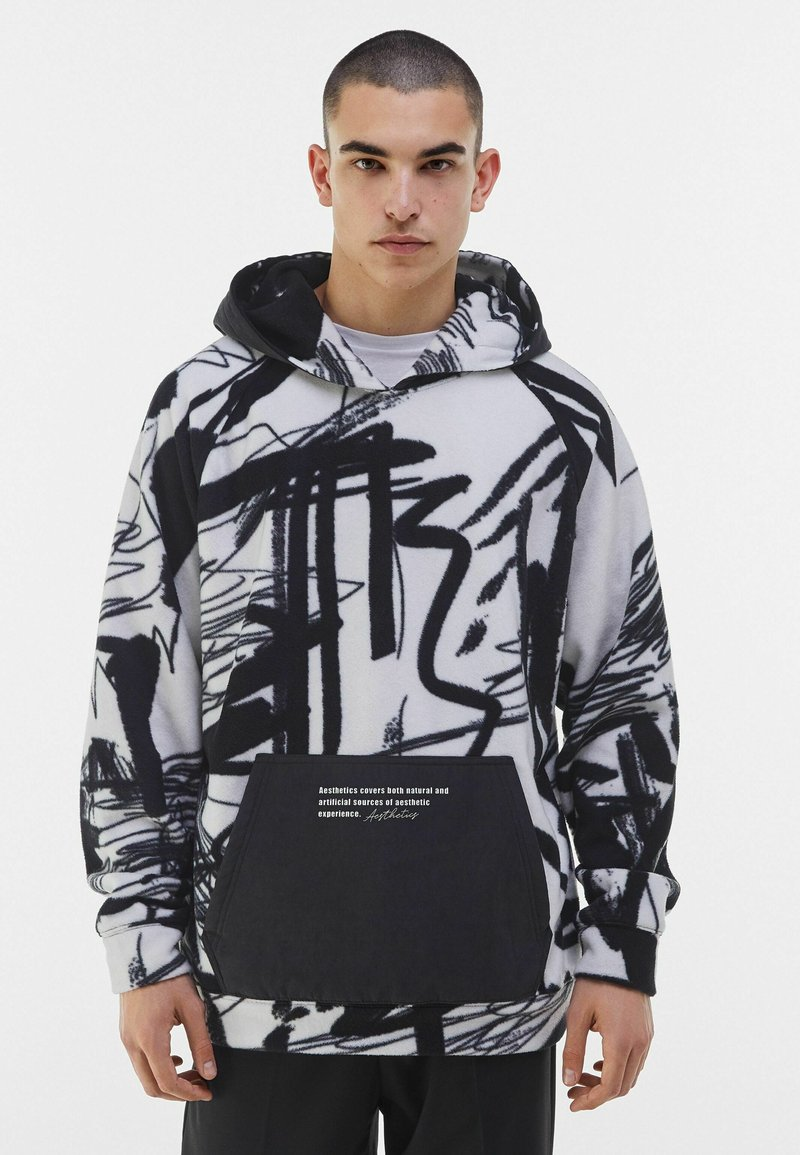 Bershka - MIT KAPUZE UND POLAR-PRINT - Bluza z kapturem - dark grey