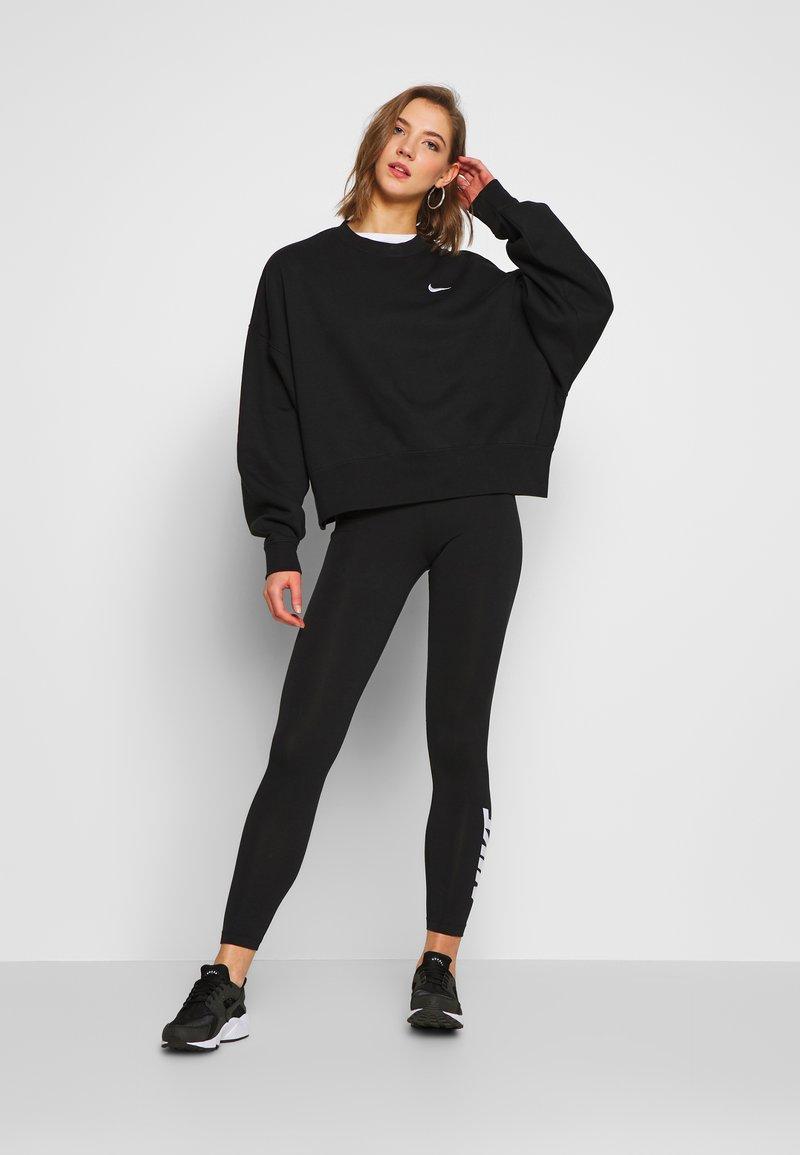 Perseo voltaje Cubo  Nike Sportswear CREW TREND - Felpa - black/white/nero - Zalando.it
