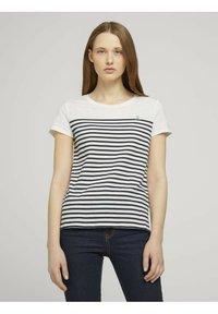 TOM TAILOR DENIM - Camiseta estampada - gardenia white - 0