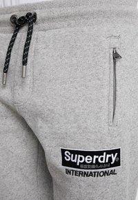 Superdry - INTERNATIONAL APPLIQUE JOGGER - Pantalones deportivos - silver glass feeder - 5