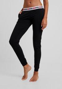 Diesel - UFLB-BABYX TROUSERS - Pantaloni del pigiama - black - 0