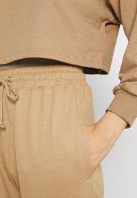 Missguided - OFF THE SHOULDER SET - Sweatshirt - tan - 5