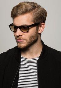 Ray-Ban - Sunglasses - braun - 1
