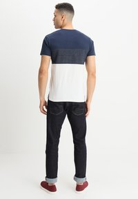 INDICODE JEANS - CLEMENS - T-shirt med print - offwhite - 2