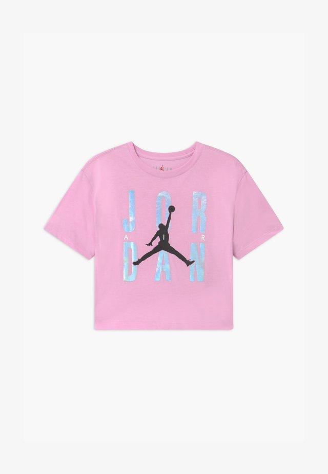 HIGHLIGHTS TEE UNISEX - Print T-shirt - light arctic pink