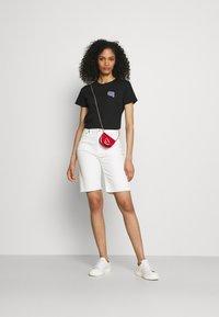 KARL LAGERFELD - MINI IKONIK BALLOON TEE - T-Shirt print - black - 1