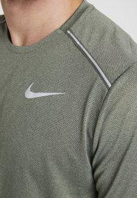Nike Performance - DRY COOL MILER - T-paita - juniper fog/heather/jade horizon/reflective silver - 5