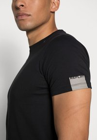 Replay - SHORT SLEEVE - Basic T-shirt - black - 4