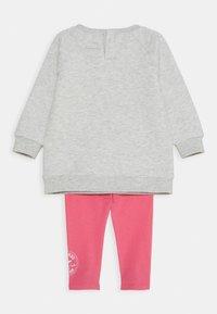 Converse - CREW JOGGER SET - Felpa - bright pink lemonade - 1