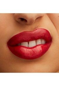 MAC - LUSTREGLASS LIPSTICK - Lipstick - lady bug - 2