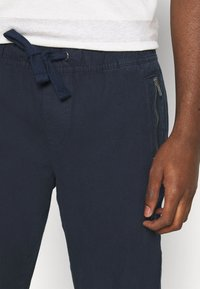 Tommy Jeans - SCANTON JOG PANTS - Pantaloni sportivi - twilight navy