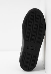 Guess - MAYBY - Baskets basses - black - 6