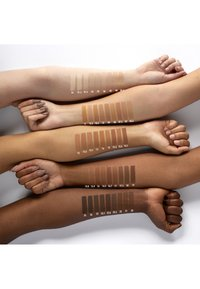 Nyx Professional Makeup - CAN´T STOP WON´T STOP 24H FOUNDATION - Foundation - 43595 medium buff - 3