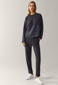 Massimo Dutti - MIT RUNDAUSSCHNITT  - Sweater - dark blue - 1