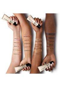 bareMinerals - COMPLEXION RESCUE GETÖNTES FEUCHTIGKEITSCREME-GEL SPF 30 - Tinted moisturiser - 09 chestnut - 3