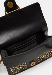 Pinko - LOVE BABY ICON NEW STUDS VINTAGE - Schoudertas - black - 6
