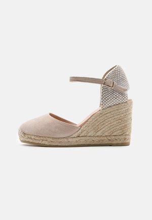 GLOBAL - Platform sandals - pesca/sable
