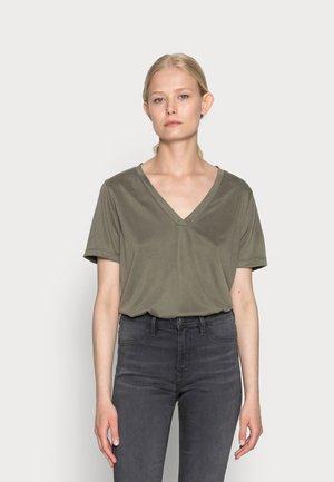 T-shirts basic - sea turtle