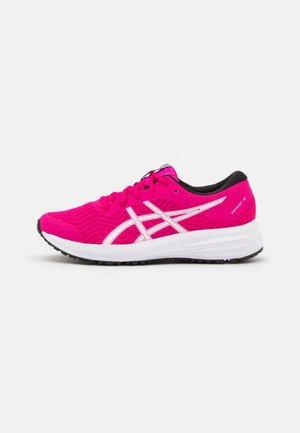 PATRIOT 12 - Neutrální běžecké boty - pink rave/white