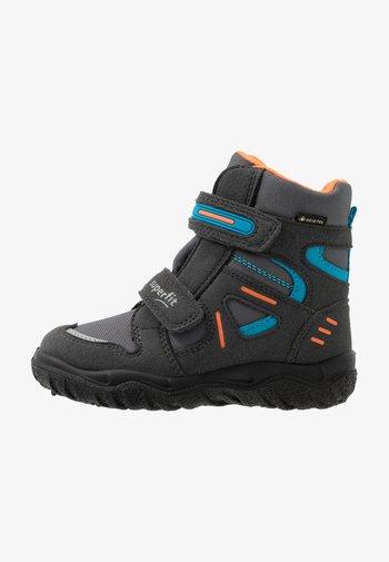 HUSKY - Winter boots - grau/orange