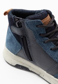 Geox - ASTUTO BOY - High-top trainers - navy/orange - 2