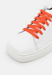 Joshua Sanders - EXCLUSIVE SQUARED SHOES  - Sneaker low - white/orange - 6