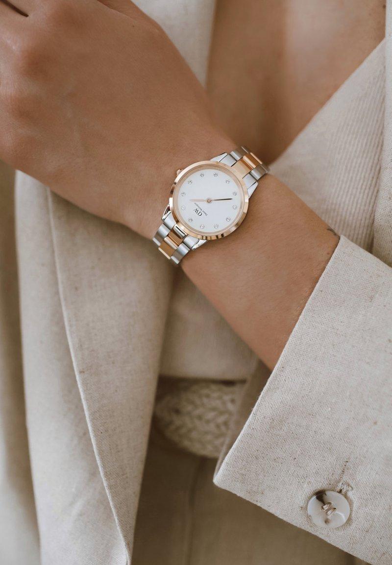 Daniel Wellington - Iconic Link Lumine – 28mm - Watch - rose gold