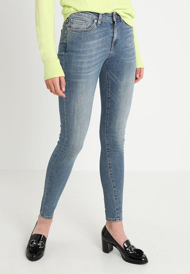 SLFIDA MID - Skinny džíny - medium blue denim