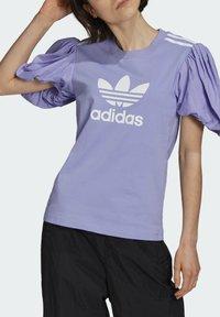adidas Originals - Print T-shirt - light purple - 3