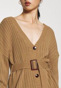 Glamorous Petite - BELTED CARDIGAN - Kardigan - light brown - 5