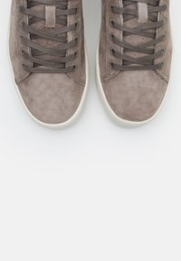 HUB - HOOK  - Trainers - dark taupe/offwhite - 5