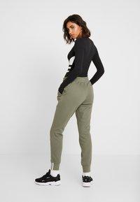 adidas Originals - R.Y.V. CUFFED SPORT PANTS - Trainingsbroek - legacy green - 2