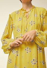 IVY & OAK - Day dress - yellow - 3