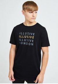 Illusive London Juniors - ILLUSIVE LONDON SOVEREIGN[ - Print T-shirt - black - 0