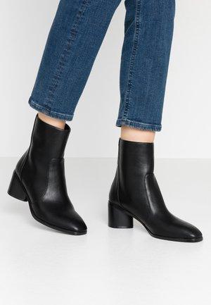 FAUNA - Korte laarzen - black