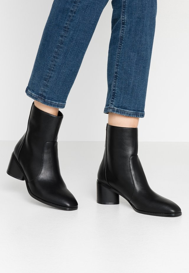FAUNA - Classic ankle boots - black
