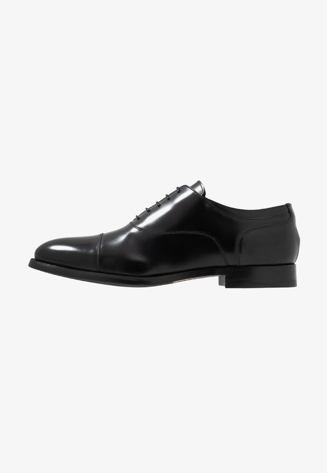 KING ELASTIC TOECAP OXFORD - Snörskor - black