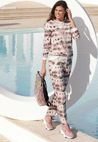 Amy Vermont - Tracksuit bottoms - off-white,rosé - 1
