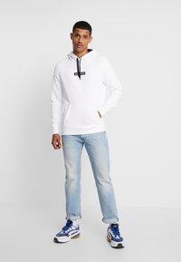Hollister Co. - CENTERBOX LOGO - Jersey con capucha - white - 1