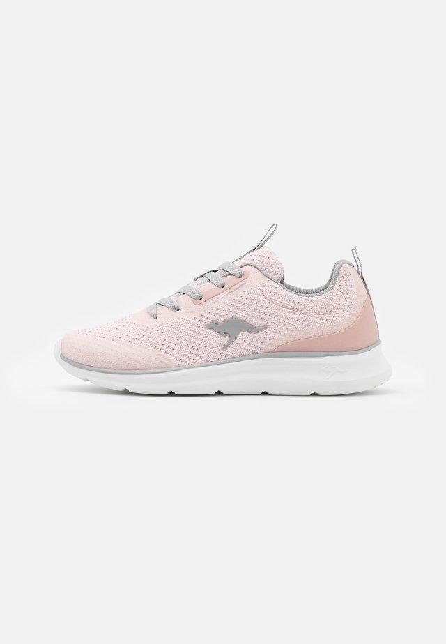 KJ-DYNA - Sneakers - rose