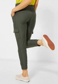 Street One - TRAVEL WARE - Cargo trousers - grün - 1